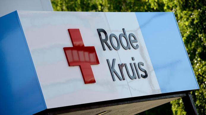 Rode Kruis Schenkt Wagen Aan SLYI